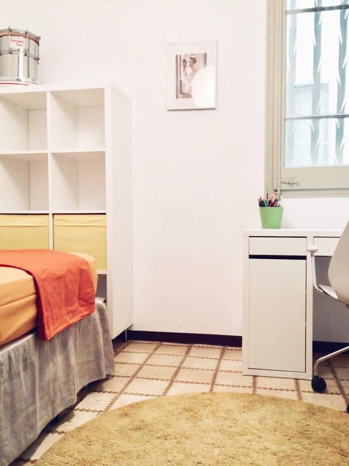 400€ Private Room&Bathroom for girl! Barcelona