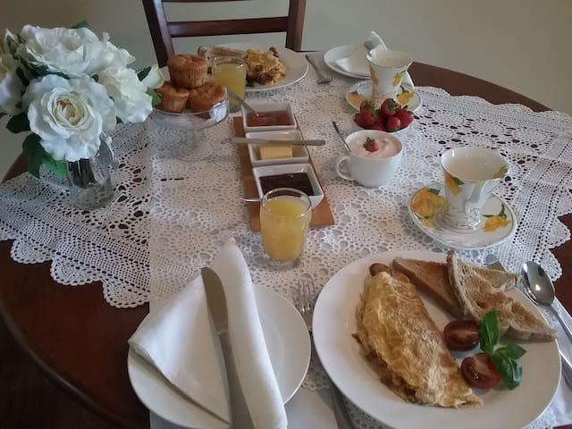 Castra, Cradle area, Big breakfast ,ensuited room