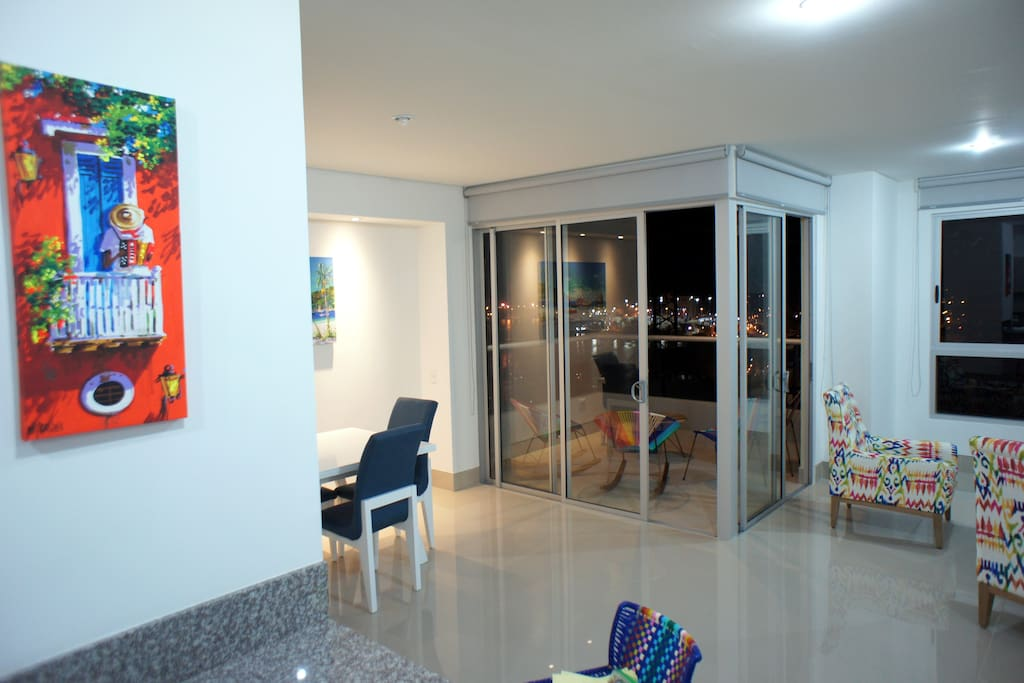 Living / Dining Area (Salacomedor)