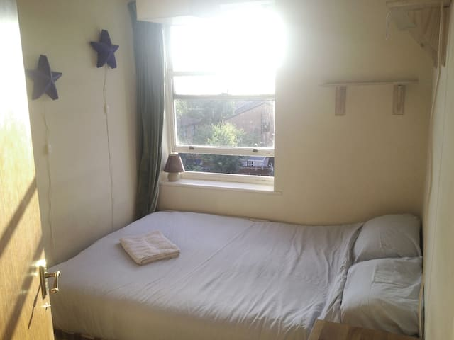 COZY DOUBLE BED IN CAMDEN/KINGS CROSS/ST PANCRAS