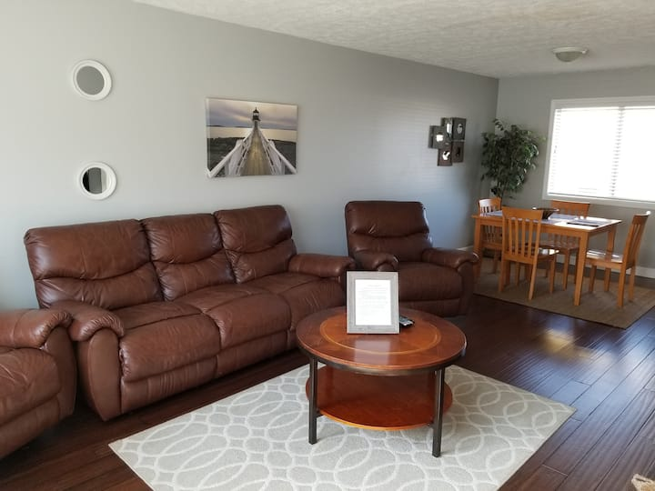 Stay tonight $69! 3br Downtown Traverse condo!