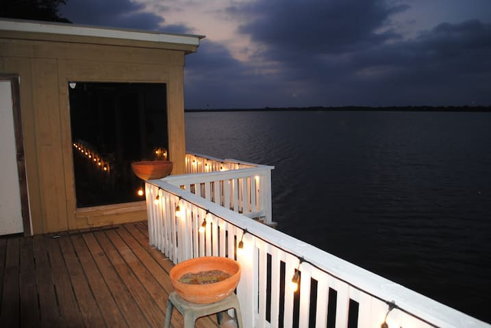 Amazing water front lake house - Edinburg - Casa