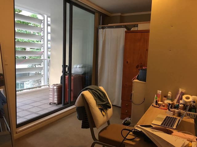 Sunny single room with large balcony in Ultimo CBD - Ultimo - Wohnung