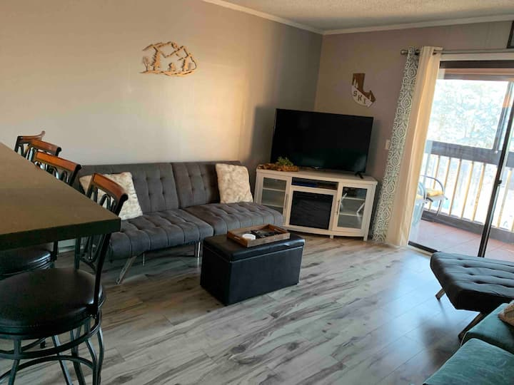1BR Snowcrest Completely Renovated Close to slopes