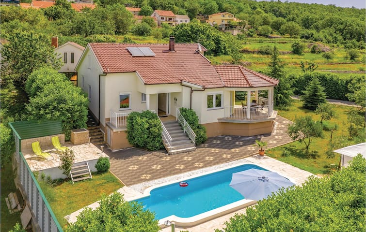 Holiday cottage with 4 bedrooms on 155m² in Vinjani Donji