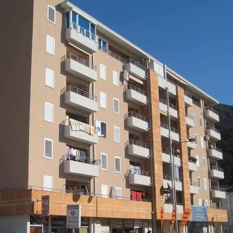 New studio apartment in a good location, Budva