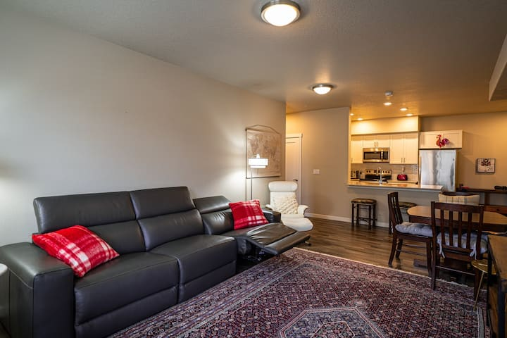 Newly listed heart of Wilsonville Condo.