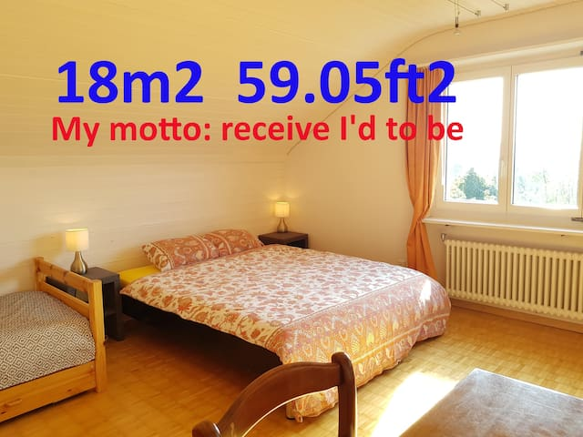 In private house, Airport 10min away, free parking