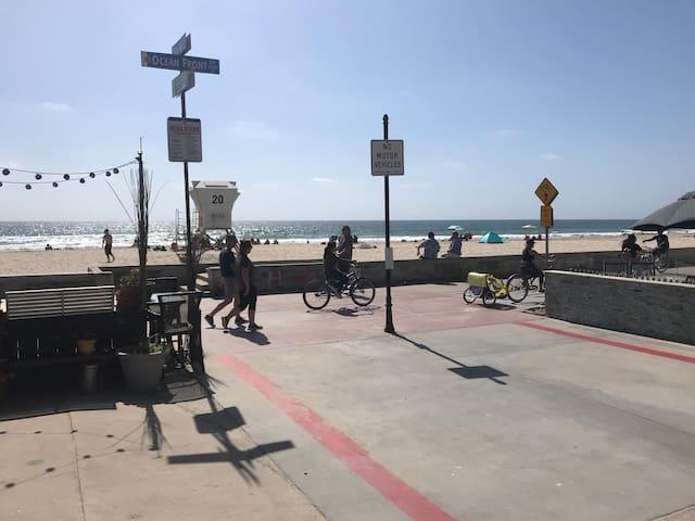 Best location in Mission Beach!! Beach Cottage!
