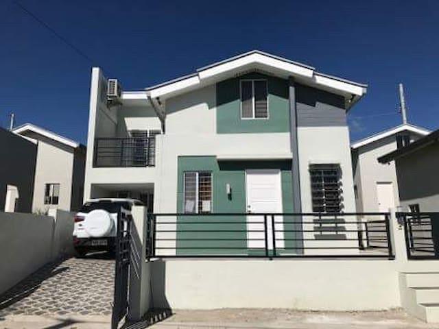 Cozy 3BR Hideaway in Nuvali ❤ - Santa Rosa - Huis