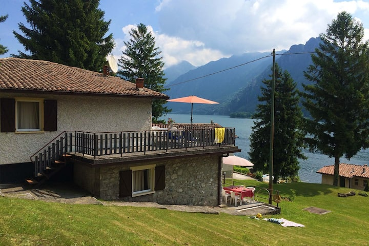Lakefront apartment with 2 bedrooms