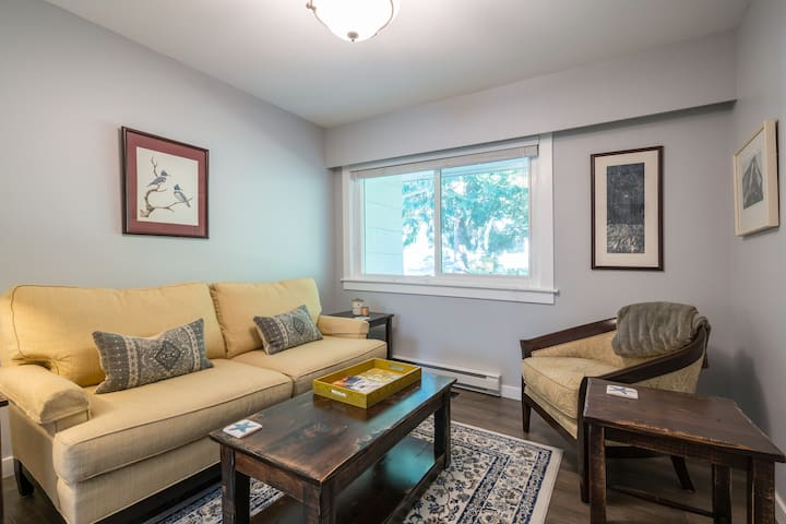 One bedroom suite near university and beach