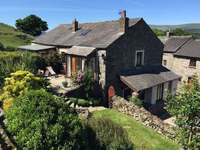 B&B in Suite of Private Rooms between Lakes &Coast - Cumbria - 家庭式旅館