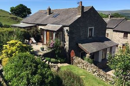 B&B Suite of Private Rooms between Lakes & Coast - Cumbria