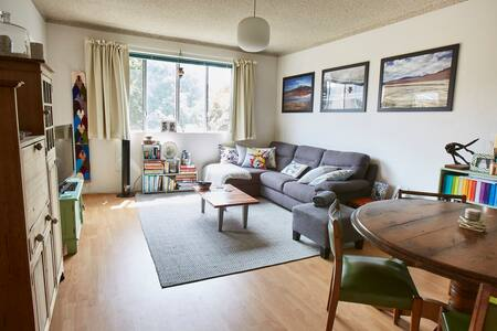 Sunny & Quiet Inner-West Double Bedroom Apartment - Marrickville