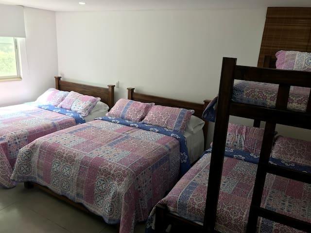 4th Bedroom (1st Floor) Habitación 4 (Piso 1) Accessible - Accesible