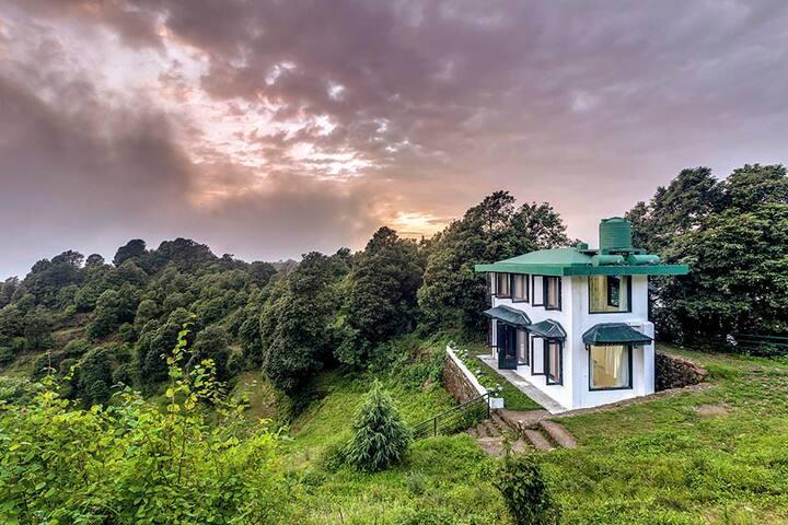 2 BHK Valley View Villa with Breakfast @ Mussoorie