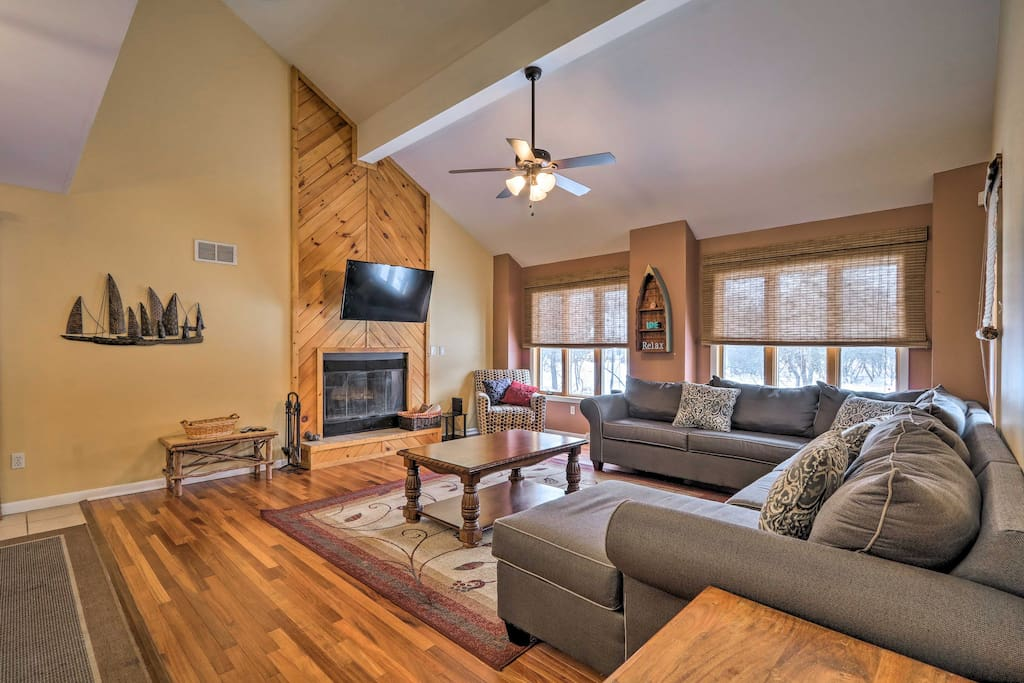 Comfortably sleeping 10, this 4-bedroom, 2.5 bath home is perfect!