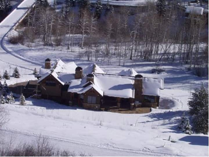 Snowmass Village - True Ski-in and Ski-out Chalet