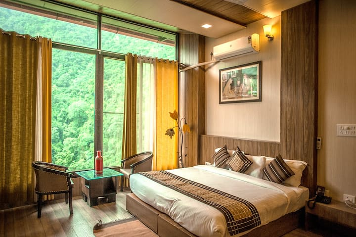 Peaceful stay surrounded by nature near dhanulti