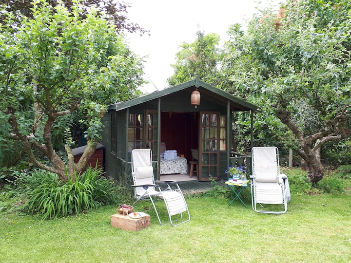 Apple Lodge - glamping in Purbeck. Self check in.