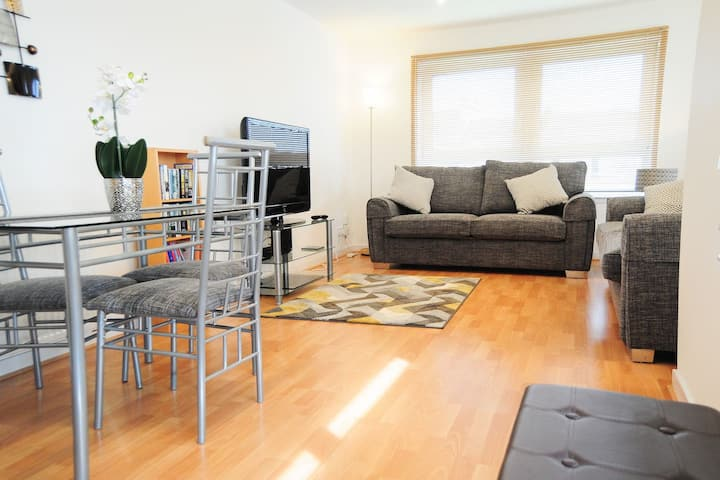 New Glasgow Family Home - Private Parking