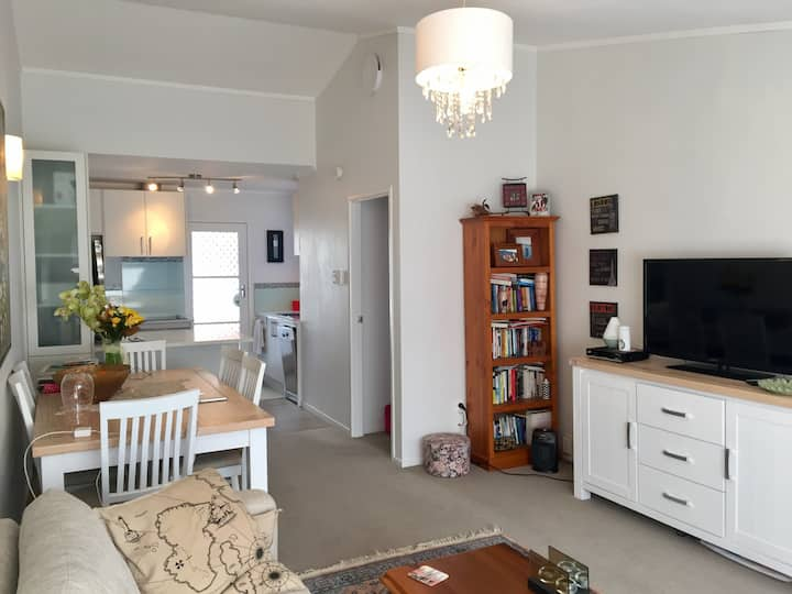 ALL INCLUSIVE Fully Furnished cosy Unit with car!!