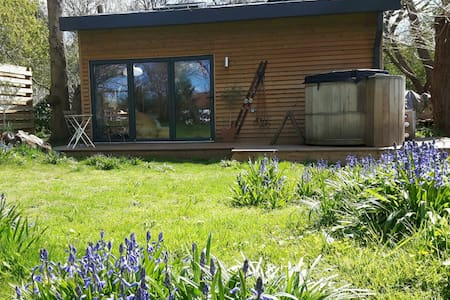 Boutique style Cabin with Hottub - Maidstone, Kent
