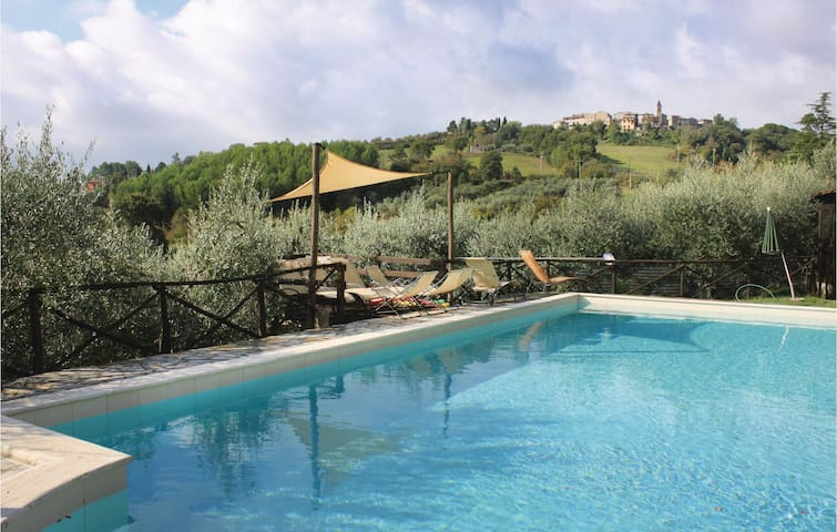 Holiday cottage with 2 bedrooms on 80 m² in Todi (PG)