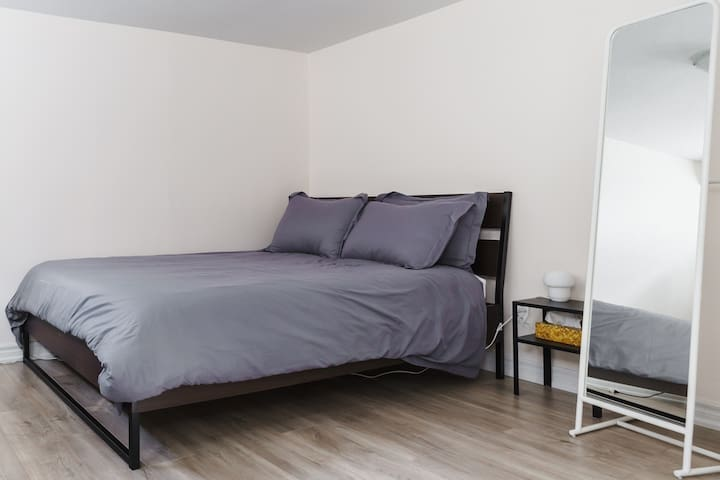 Corgi Private Room,10min to Airport & Congress Ctr