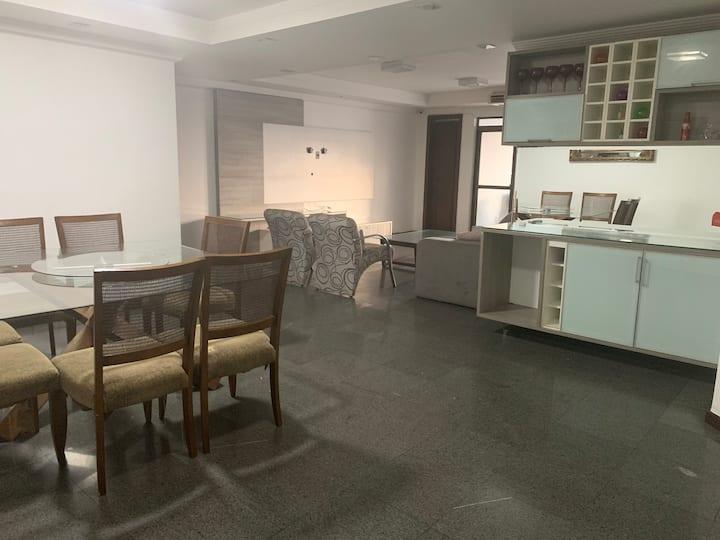 Apartamento amplo 4 suítes perfeito para temporada