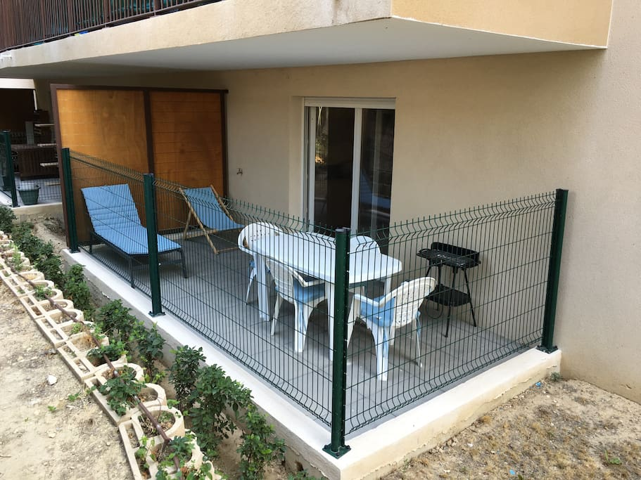 Studio neuf de 30m2 avec terrasse 10m2 et garage for Location garage marseille 7eme