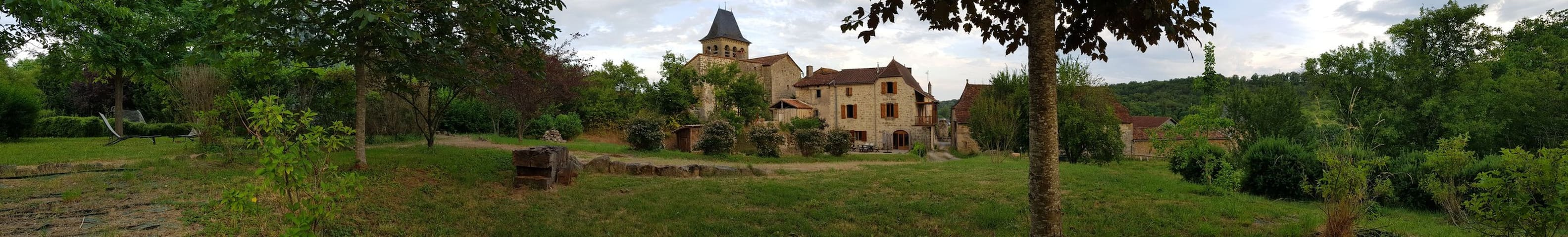 Spacious & tranquil stone house close to Figeac