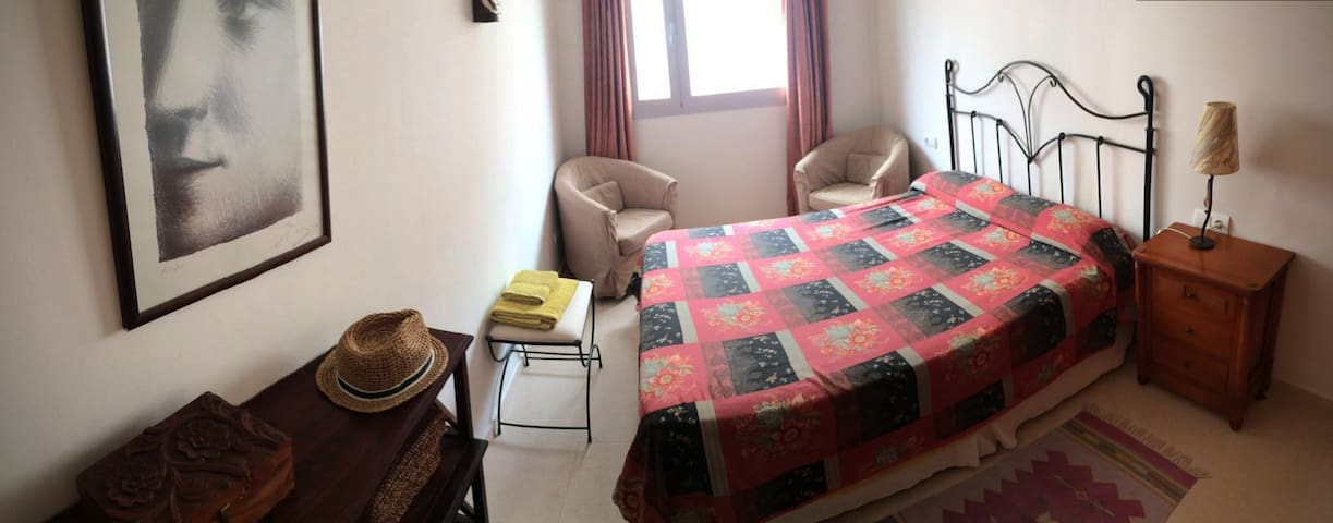 Habitación / cama doble, a 4km del centro de Palma