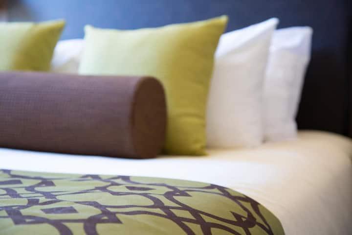 Bright Studio Double Bed At Squamish