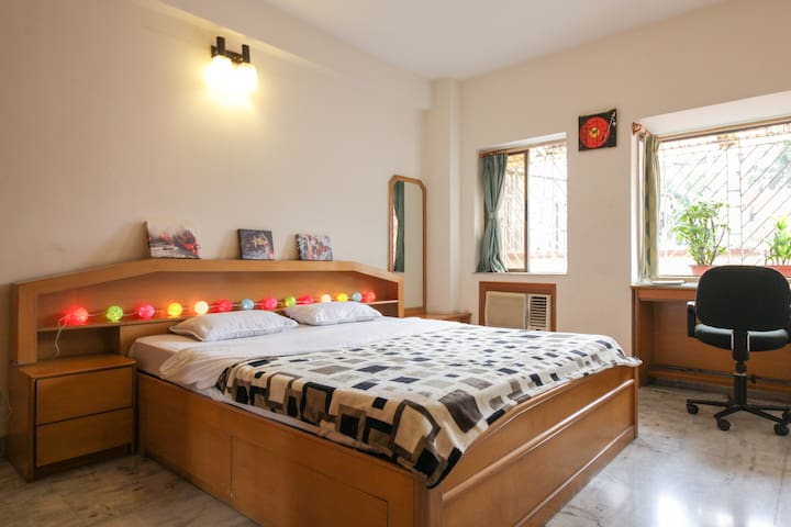 Cosy bedroom, fast Wifi, en-suite - Kolkata - Daire