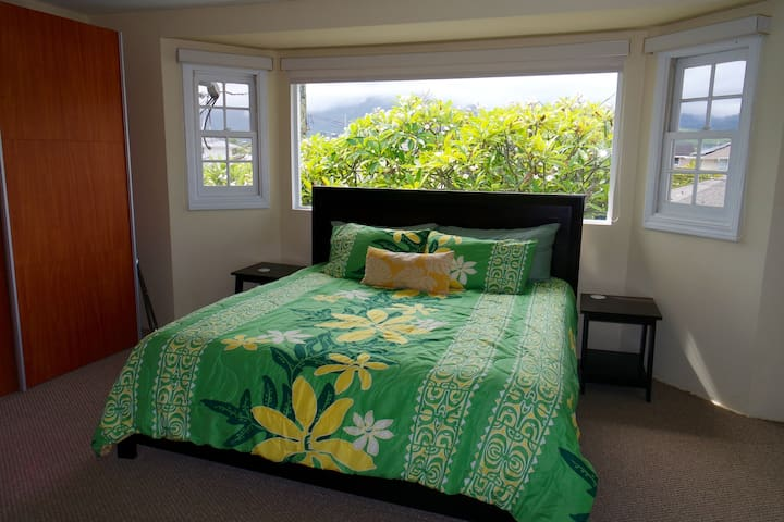 Bright & Airy Kailua Studio w/ Air Conditioning