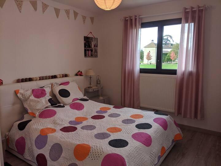 Chambre, salon, SDB et WC privés en Beaujolais
