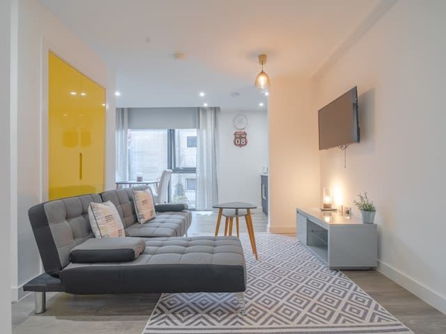 Outstanding deluxe self contained city apartment