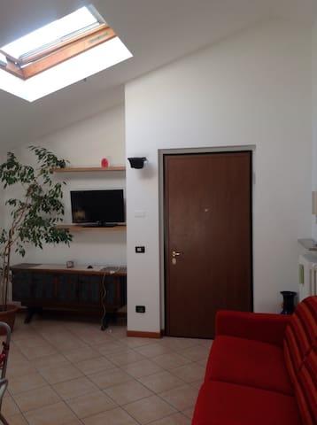 """""""Casa Fiorita""""  accogliente, moderna e luminosa"""