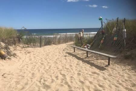 Great Location! Oceanfront Bliss, 4 Bedroom Rental