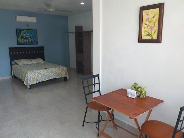 Comfy stay,  Restful clean, 5 min to Airport
