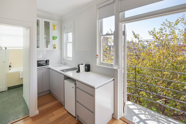 Sun Drenched Studio in Potts Point