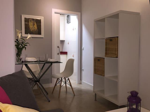¡Apartamento a ESTRENAR!, en pleno CENTRO con WIFI - Córdoba - Apto. en complejo residencial