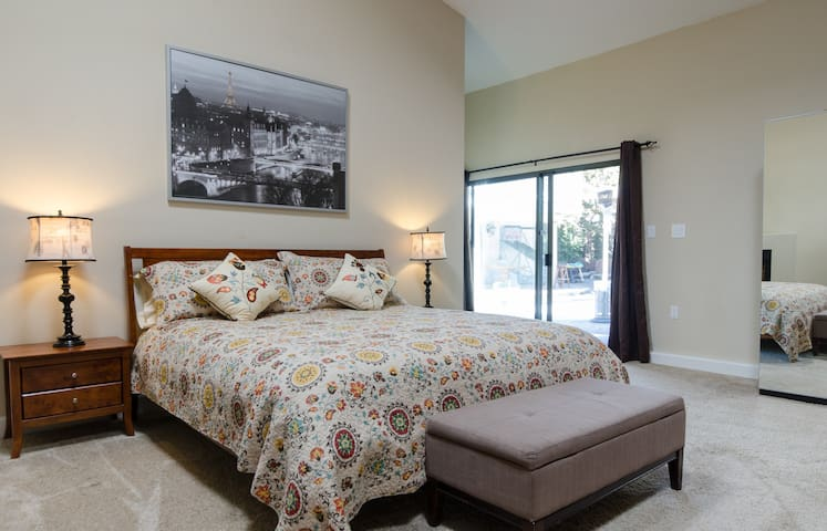 BEAUTIFUL EXECUTIVE STYLE STUDIO - Castro Valley