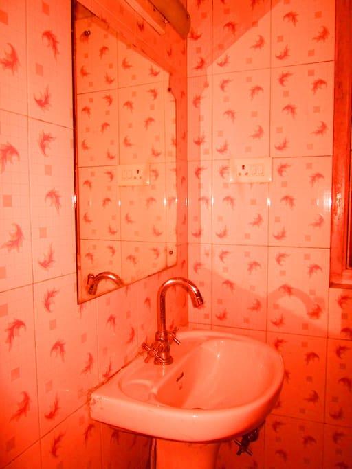 Bathroom with wash basin