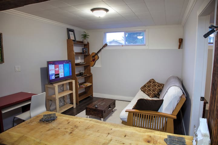 Self Contained Suite With Continental Breakfast - Mission - Bed & Breakfast