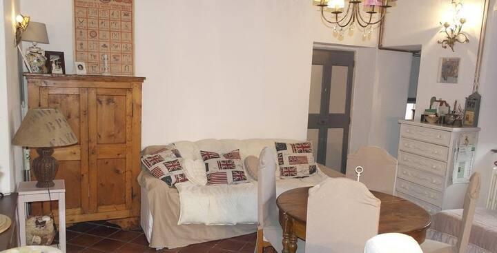 CASA IOLE - Appartamento nel centro storico baschi
