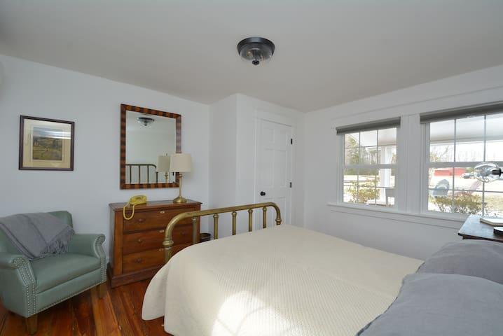 Bedroom/Double Bed