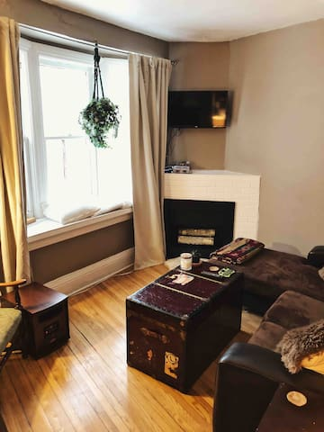 Eclectic apartment near High Park